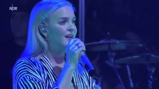 Anne-Marie - Used To Love You LIVE (NDR 2 Soundcheck Festival 2017)