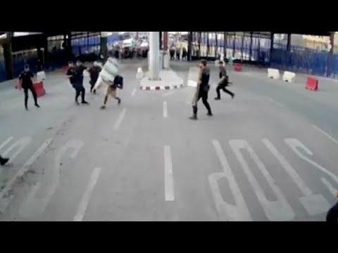 """""""Вооруженный ножом мужчина напал на полицейского с криком """"Аллах акбар!"""""""