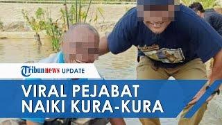 Viral Foto Dua Kepala Dinas di Tulang Bawang Barat yang Berpose di Atas Kura-kura