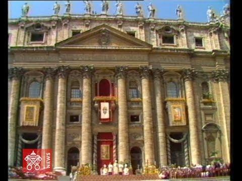La nascita della Gmg. Giovanni Paolo II affida la Croce ai Giovani