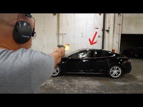 Zastaví neprůstřelná Tesla projektil?
