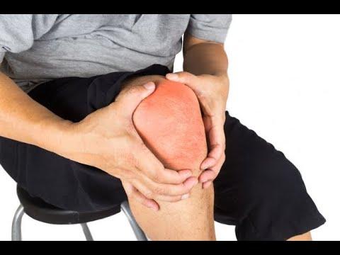 Copilul se plânge de durere în articulațiile genunchiului