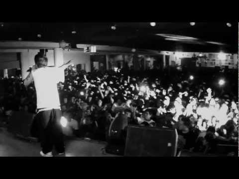 Es Épico (EN VIVO) - Canserbero (Video)