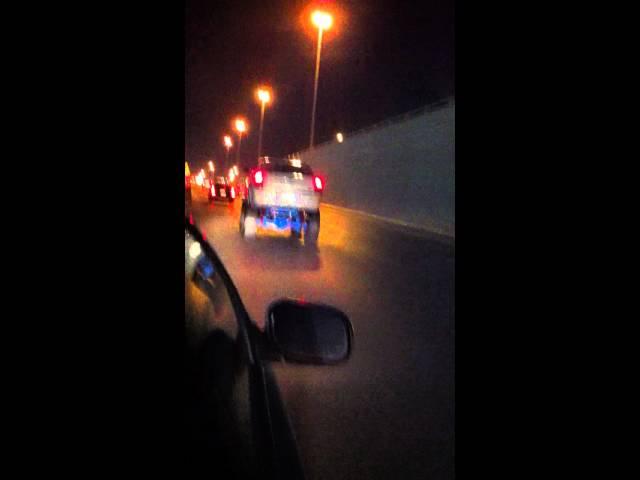 سيارة بتصميم غريب في أحد شوارع الرياض