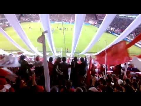 """""""""""Desde el dia en que naci yo me hice hincha de independiente..."""""""" Barra: La Barra del Rojo • Club: Independiente"""