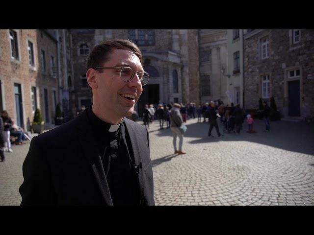 Diakon Philipp Schmitz bei der Chrisammesse