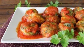 Albóndigas de acelgas con queso fresco y salsa de tomate