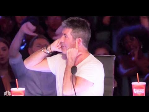 Defiant Simon Cowell Gets Crowd Boos for MOST RUDE Reaction! | America's Got Talent 2017 (видео)