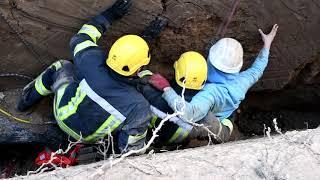 В Николаеве спустя 4 часа спасли 17-летнего рабочего, засыпанного в траншее. ВИДЕО