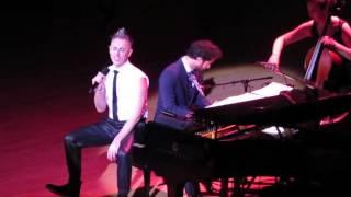 Alan Cumming (et Darren Criss de Glee) : « I Don't Care Much » ( extrait de Cabaret)