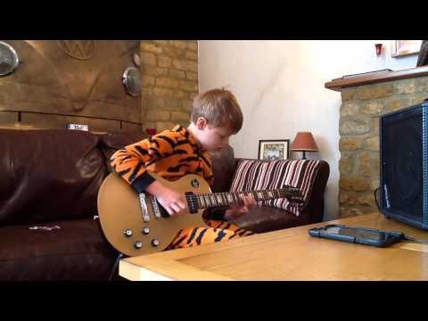 «Gitar-fenomenet» Toby (12) gir hele verden hakeslepp