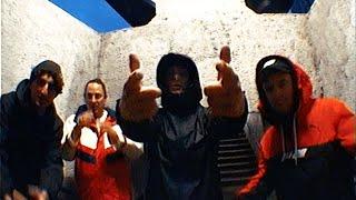 Kadr z teledysku Tego się trzymam tekst piosenki Włodi/1988 ft. Jetlagz, DJ Falcon1