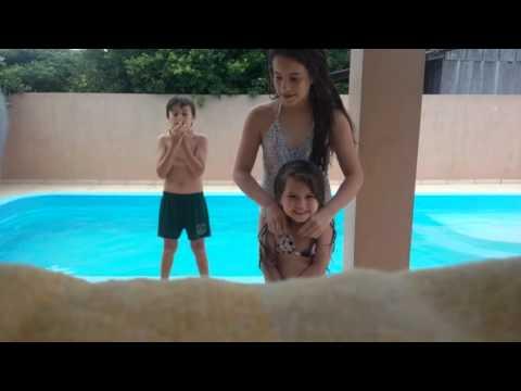 Desafio da piscina com minha prima 😆🌞