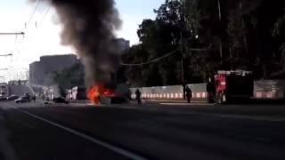 Серьезная авария с возгоранием парализовала движение на Волоколамском шоссе в Москве