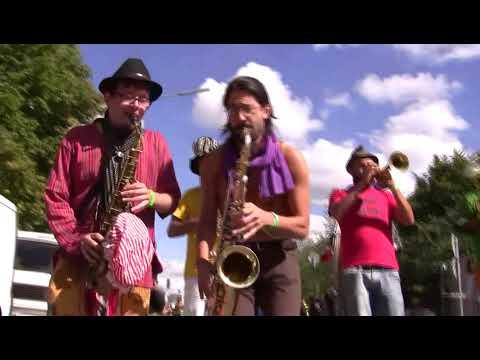 STAMP Parade – Internationales Festival der Straßenkünste in Hamburg: Brassmati Aw!rkestra