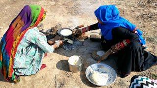 RAJASTHANI WOMEN MAKING ROTI💖VILLAGE LIFE OF INDIA💖RURAL LIFE OF INDIA 💖VILLAGER LIFESTYLE