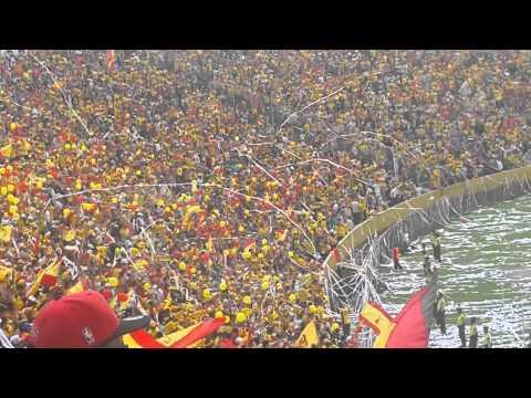 """""""EL MEJOR RECIBIMIENTO DE LA HISTORIA DEL AUCAS Y SOLO PARA VERTE VOLVER - 16/NOV/2014"""" Barra: Armagedón • Club: Aucas"""