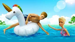 Video mit Barbie auf Deutsch. Ein Tag am Strand. Ken rettet Barbie.