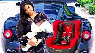 Kylie Jenner Criticada Por Pasear a Stormi Dentro de Su Ferrari
