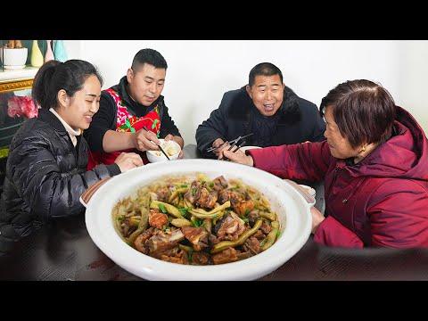【超小厨】带爸妈体检,3斤猪排2条鲈鱼,红烧排骨+清蒸鲈鱼,清淡又安逸!