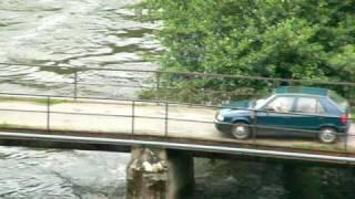 preview picture of video 'Vranov nad Dyjí - záplavy v roce 2006 - www.vranov-nad-dyji.eu - pohled od zámku vranov nad dyjí'