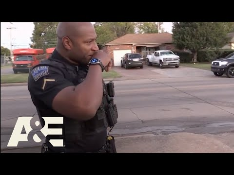 Officer gets emotional after talk with a veteran