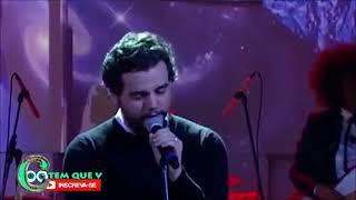 """Wagner Moura cantando """"Tuyo"""" de Rodrigo Amarante."""