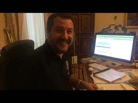 Salvini apre la busta con la richiesta di archiviazione sul caso Diciotti