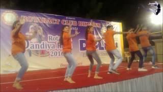 school function dance performance punjabi - मुफ्त