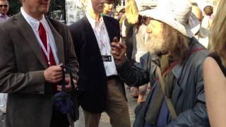 армянский бродяга говорит на 3-х языках отлично