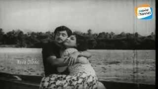 Thirayum Theeravum Song | Aval Vishwathayayirunnu