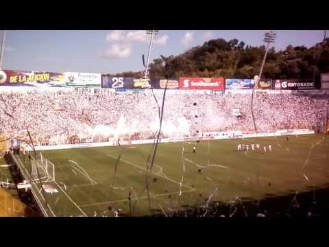 """""""Entrada de Alianza F.C. 2 vs 3 Santa Tecla, Final 18/12/2016"""" Barra: La Ultra Blanca y Barra Brava 96 • Club: Alianza"""