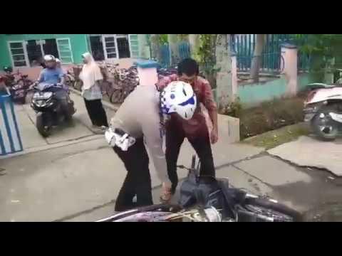 Tak Terima Ditilang, Pria di Inhu Marahi Polisi dan Rusak Motor Sendiri