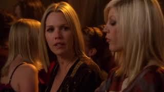 90210 Kelly et Donna dans un bar gay 1x20