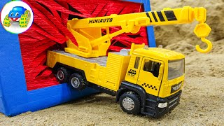 Gain a better understanding of the function of construction vehicles - Kid Studio