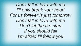 Barry Manilow - Don't Fall In Love With Me Lyrics_1