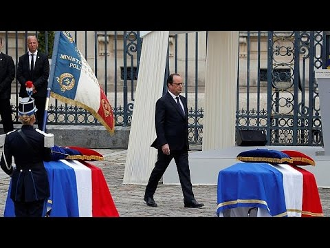 Γαλλία: Αστυνομικός αρνήθηκε να σφίξει το χέρι του Ολάντ (vid)
