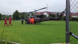 preview picture of video 'Hochwasser 2013 - Hubschrauberlandung nach Evakuierung'
