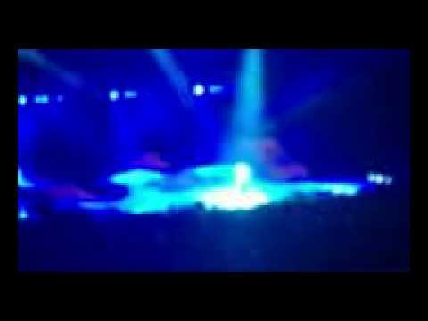 Usher live in Berlin 13012011 - there goes my baby instrumental mit verabschiedung