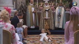4-летняя принцесса Швеции стала кататься по полу во время крещения сестры