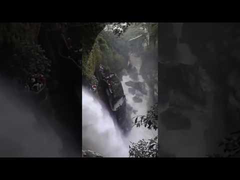 El Pailon del Diablo (Şeytan Kazanı) Şelalesi - Ekvador. Şeytan Qazanı Şəlaləsi