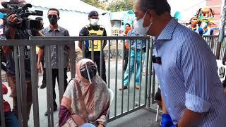 YAB Perdana Menteri meninjau proses pemberian vaksin di Perumahan Awam Seri Johor, Bandar Tun Razak