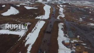 USA: Drone captures police standoff at Dakota Access Pipeline protest site