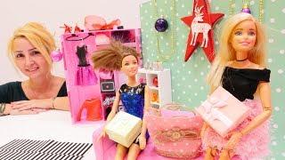 Özgenin mağazası. Barbieler elbiseyi paylaşamıyor. Kız oyunları