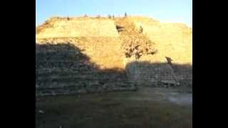 preview picture of video 'piramide de izamal yuc'