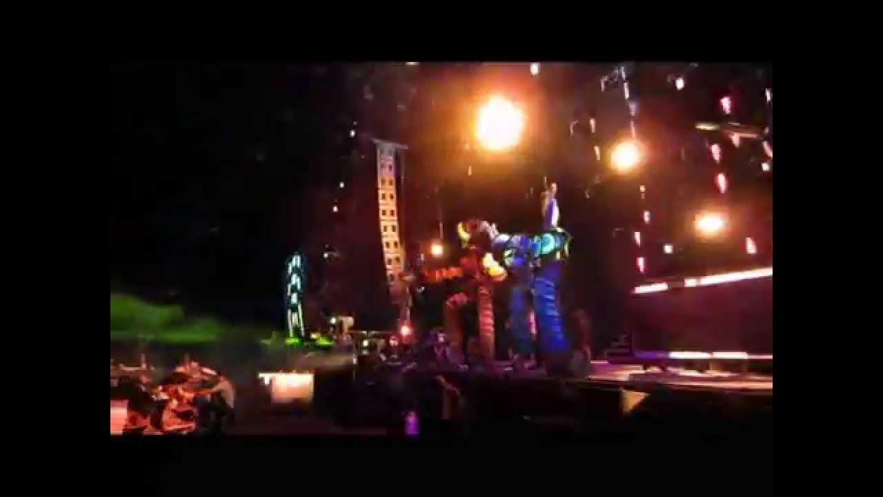 Huge puppet performance