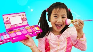 Jannie & Wendy Pretend Play Princess Party Dress up & Kids Make Up Toys