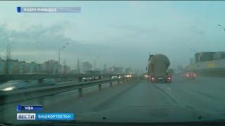 На проспекте Салавата Юлаева столкнулись лёгковой автомобиль и бетоновоз