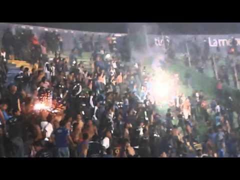"""Revolucionarios Motagua chou de luces estintores"" Barra: Revolucionarios 1928 • Club: Motagua • País: Honduras"