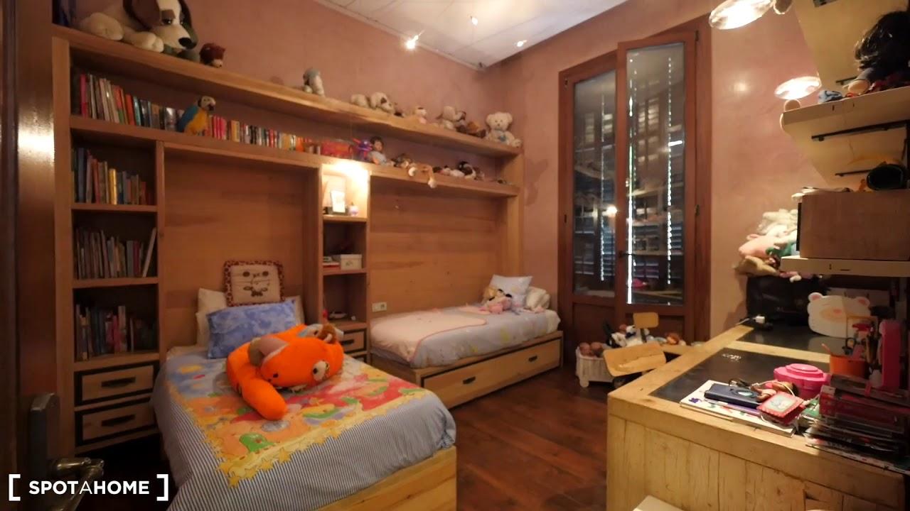 Grand 5-bedroom apartment for rent near Casa Batlló in La Dreta de l'Eixample
